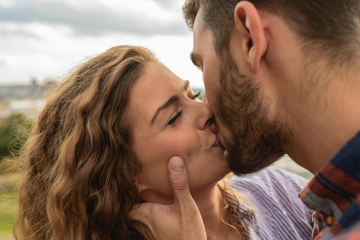 kiss, romance, love, interaction, nose, forehead, cheek, lip, gesture, mouth, honeymoon, fun, Cheek kissing, happy, photography, smile, scene