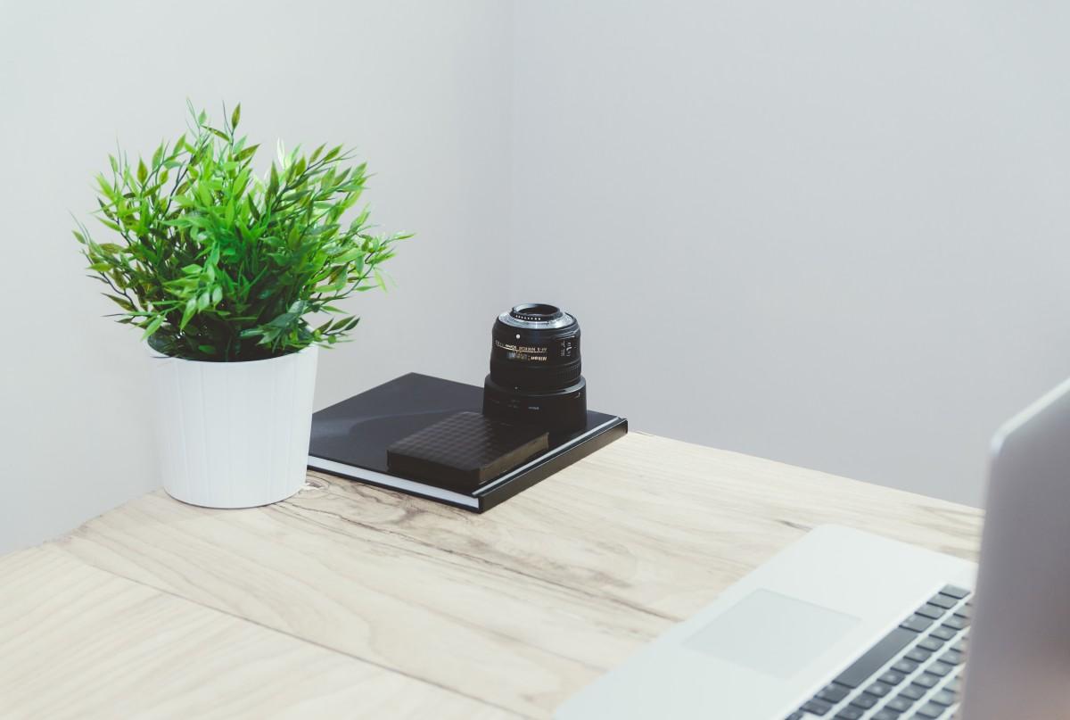 무료 이미지 : 책상, 컴퓨터, 표, 도서, 식물, 목재, 가구, 디자인 ...
