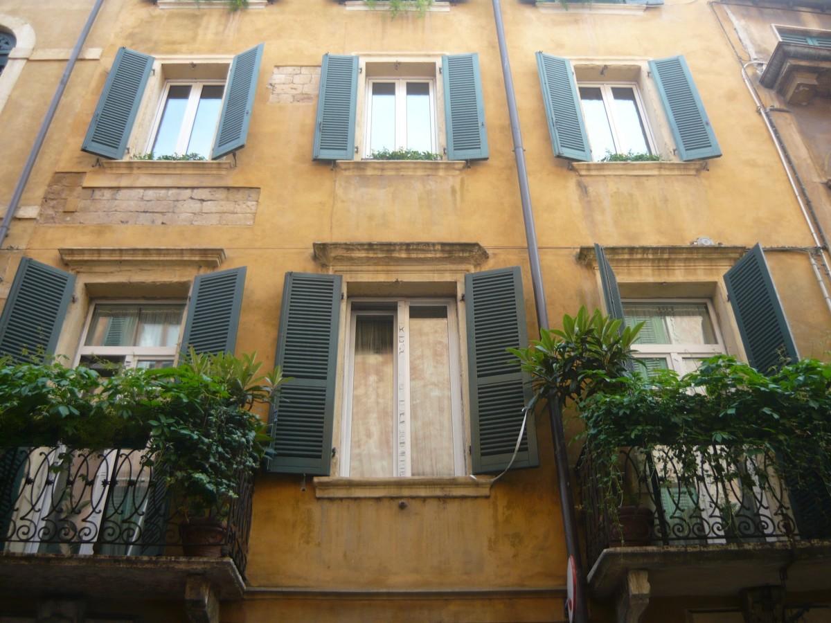 images gratuites bois maison fen tre toit b timent balcon chalet italie fa ade. Black Bedroom Furniture Sets. Home Design Ideas