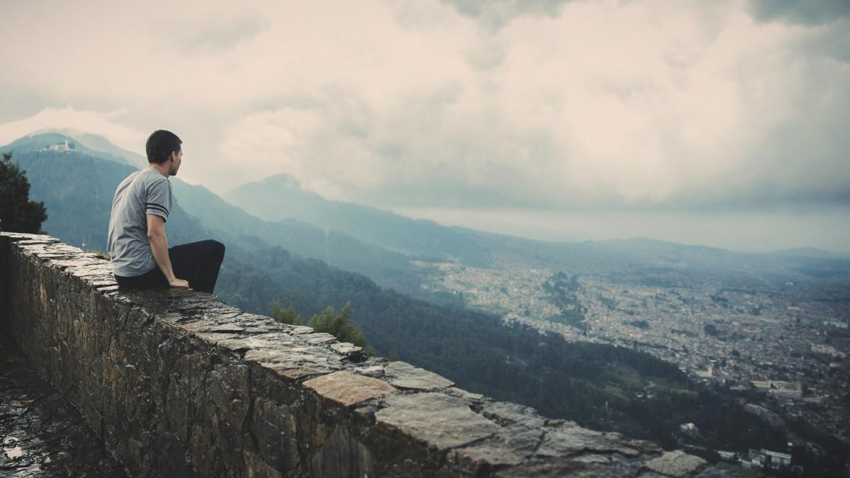 hombre, desierto, para caminar, persona, montaña, nube, luz de sol, colina, aventuras, ver, cordillera, mirando, sereno, deporte extremo, cresta, cumbre, montañismo, Alpes, Forma de relieve, Fenómeno atmosférico, Formaciones montañosas