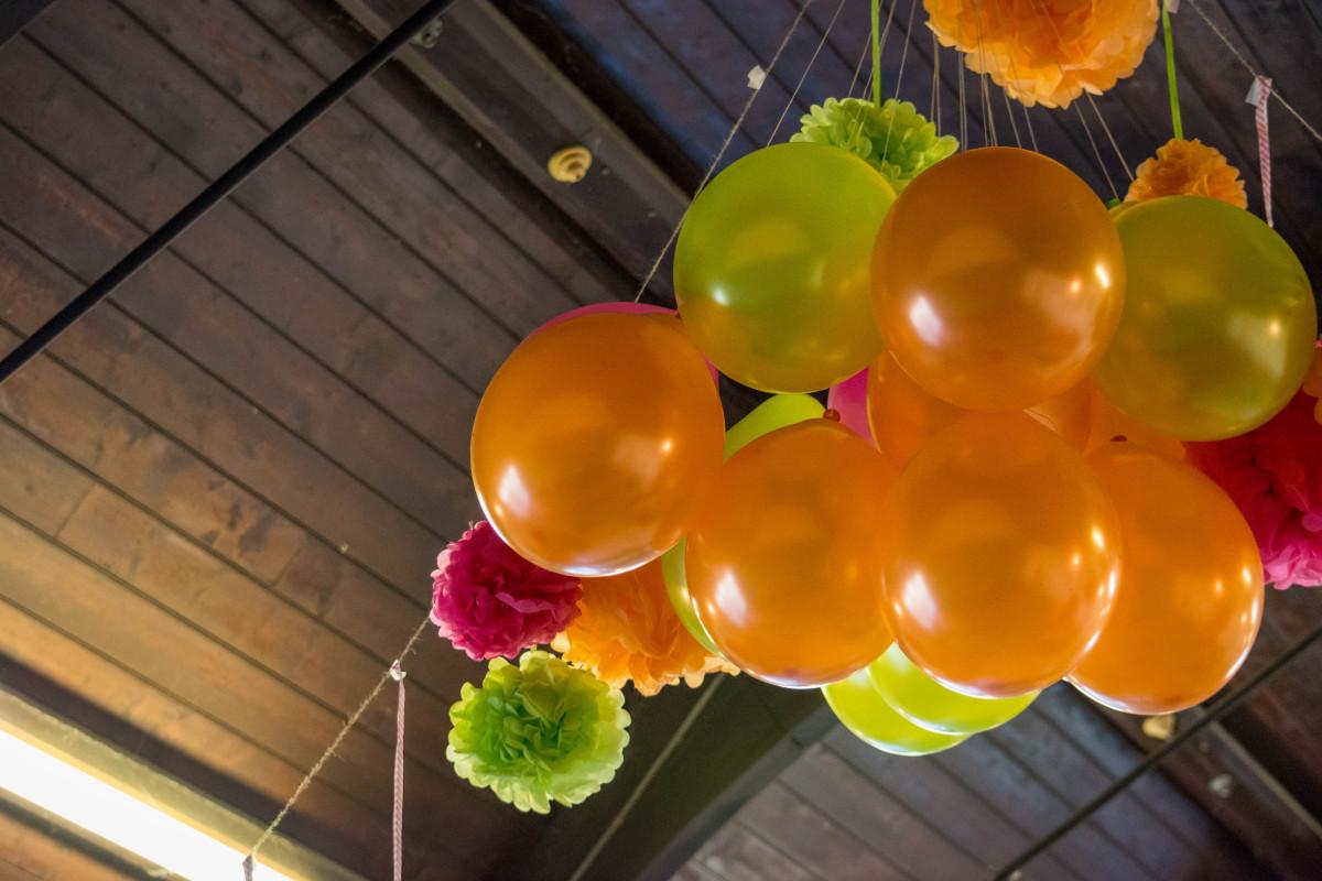 Картинка шаров и цветов