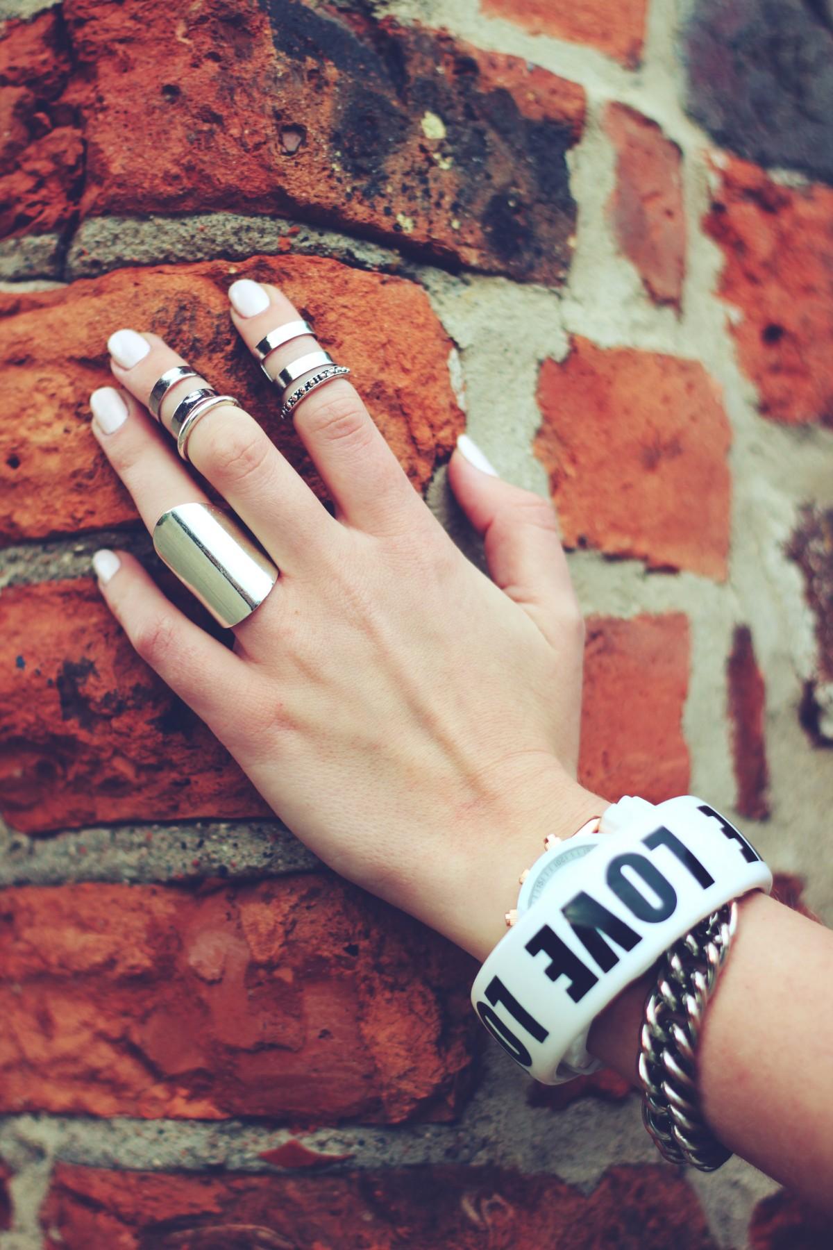 mano anillo pierna patrón dedo primavera rojo color uña pulsera esposas Ladrillos belleza imagen uñas Anillos