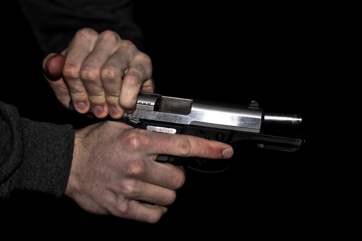 mano arma guerra pistola disparar Pistolas bala Armas caza pistola pistola cartucho arma de fuego disparo derribar recargar cañón de la pistola Accesorio de pistola