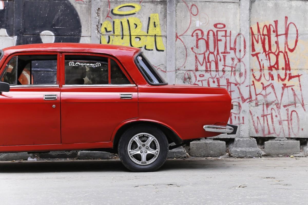 Soviet dan Cuba merupakan salah satu contoh demokrasi sosialisme