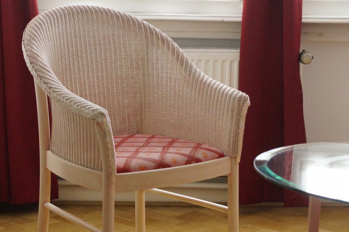 Immagini belle tavolo leggero sedia interno mensola for Mobilia spazio
