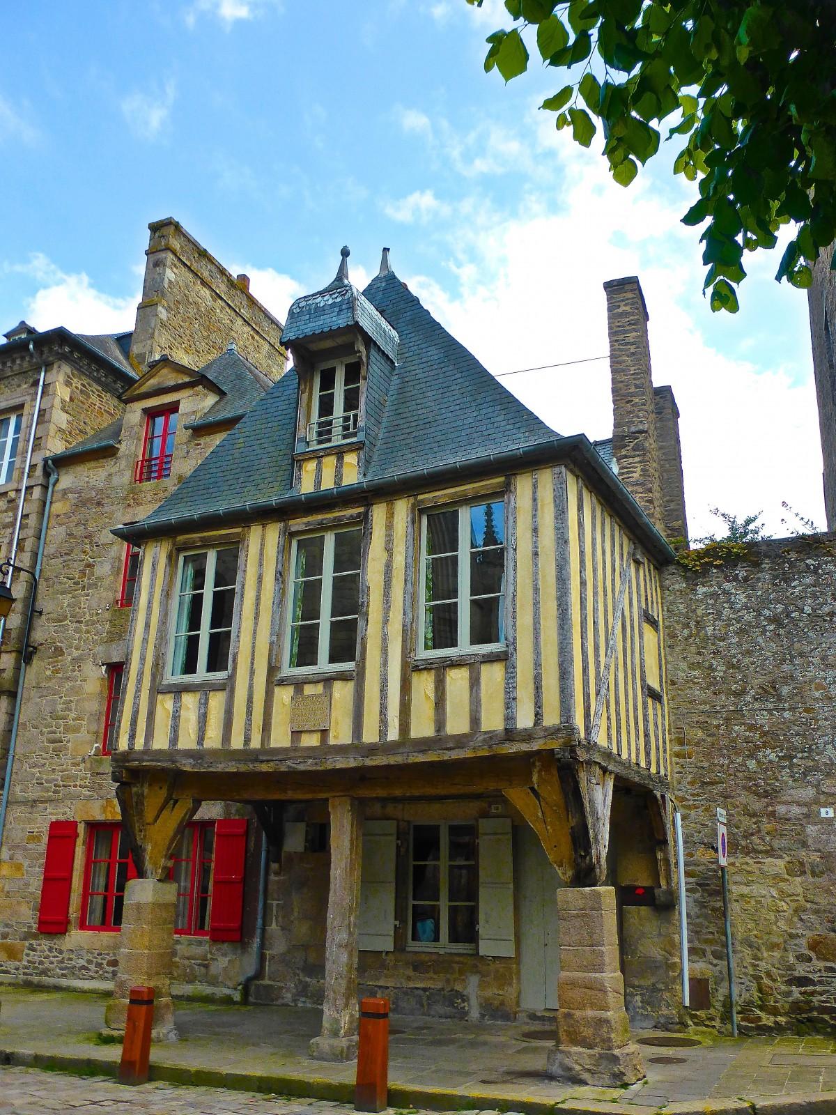 images gratuites structure bois maison fen tre ville toit vieux mur faisceau balcon. Black Bedroom Furniture Sets. Home Design Ideas