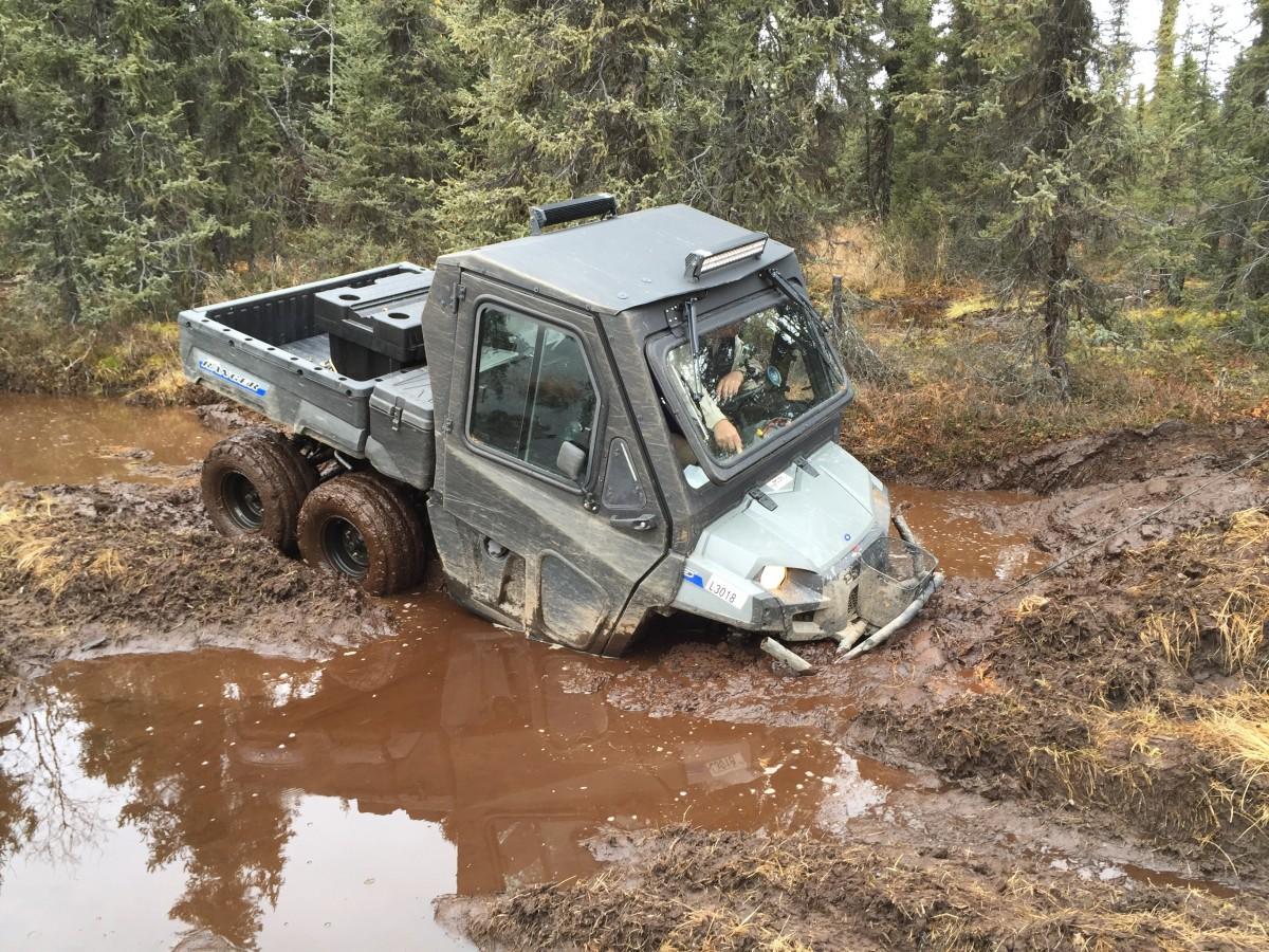 images gratuites voiture aventure jeep v hicule salet boue mat riel alaska d sordre. Black Bedroom Furniture Sets. Home Design Ideas