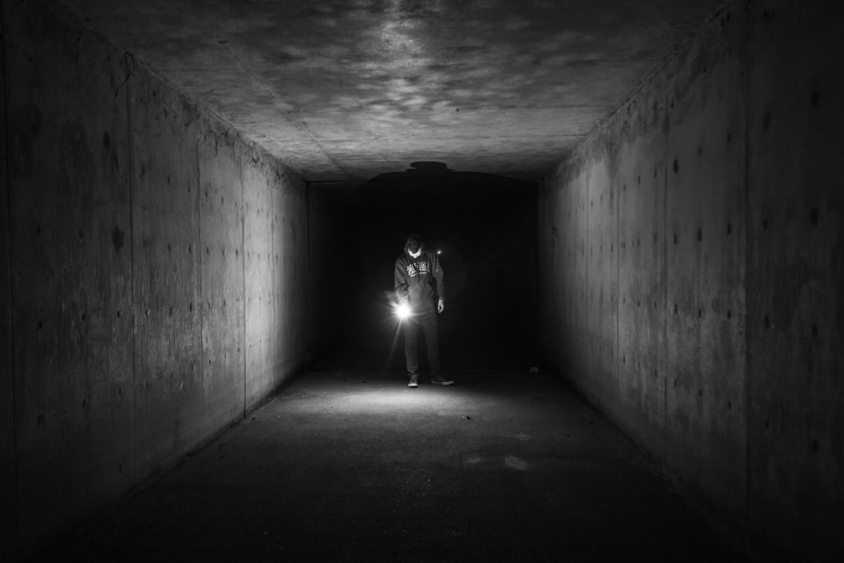 Туннель - заглядывать в какой-то туннель - находиться перед необходимостью принять решение в кризисной ситуации.