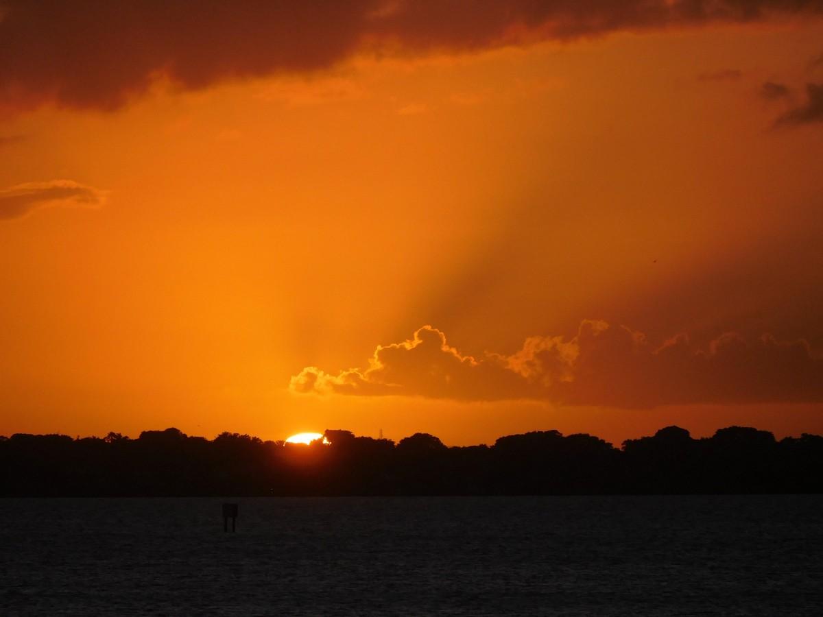 mer côte océan horizon nuage ciel Soleil lever du soleil le coucher du soleil lumière du soleil Matin Aube atmosphère crépuscule soir Coucher du soleil Après-lune Paysage du coucher du soleil Rouge, ciel, matin