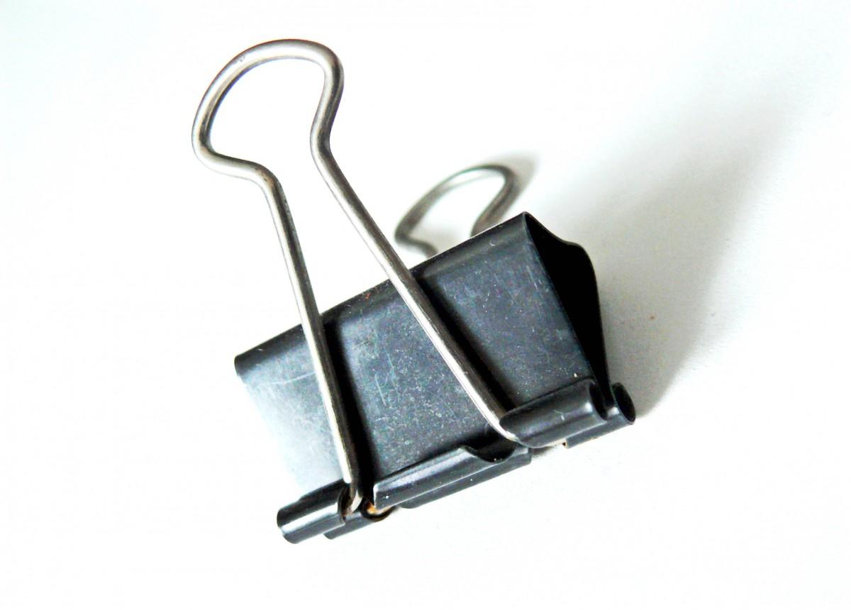 Fotos gratis metal iluminaci n clip de papel acortar for Accesorios de oficina