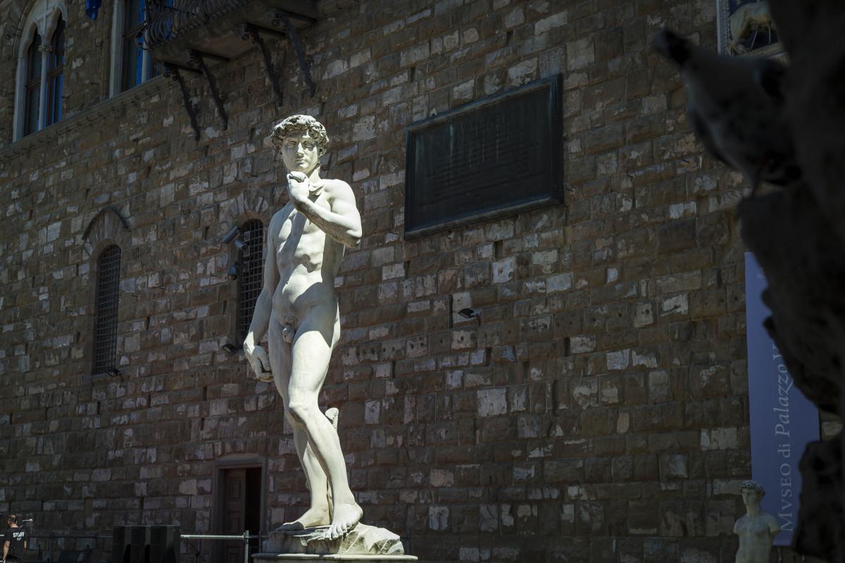 Seksikäs kuuluisa mies alasti-7239
