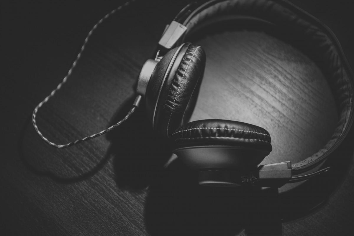 écouteurs, gadget, noir, Casque d'écoute, équipement audio, appareil électronique, La technologie, Photographies, microphone, Monochrome, Audio accessory, la photographie, oreille, périphérique, noir et blanc, dispositif de communication, audition