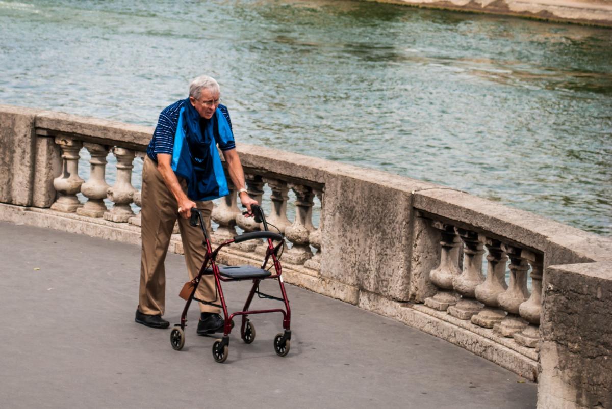 homme, en marchant, gens, Paris, promeneur, véhicule, tourisme, photographier, Personnes âgées, la Seine
