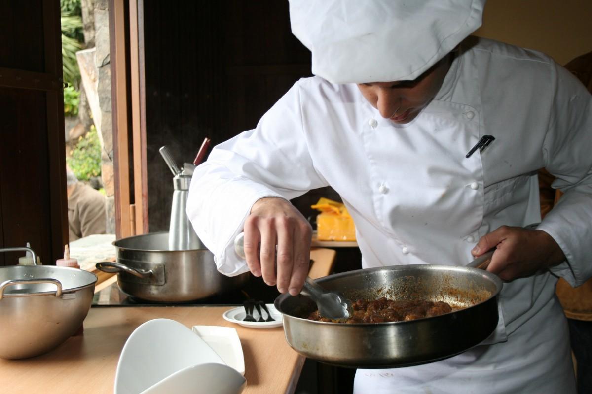 Gambar Orang Makan Makanan Memasak Dapur Profesional Profesi