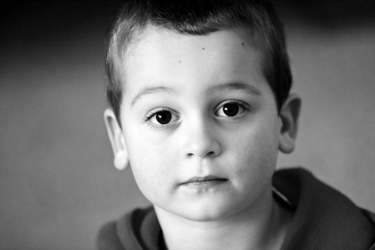 images gratuites la personne noir et blanc la photographie enfant m le monochrome. Black Bedroom Furniture Sets. Home Design Ideas
