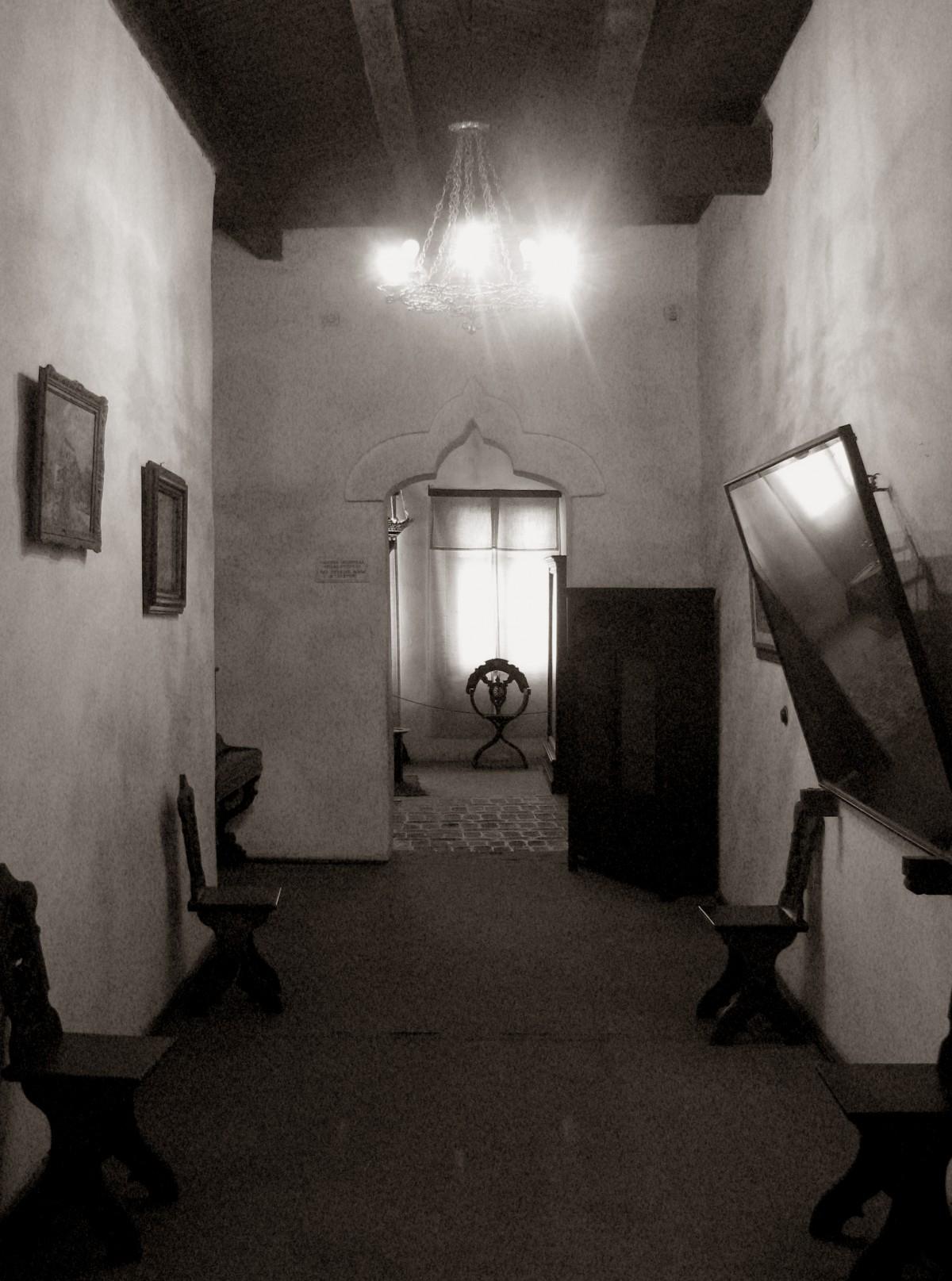 Gratis afbeeldingen zwart en wit herenhuis huis oud huis binnen kamer monochroom - Huis interieur architectuur ...