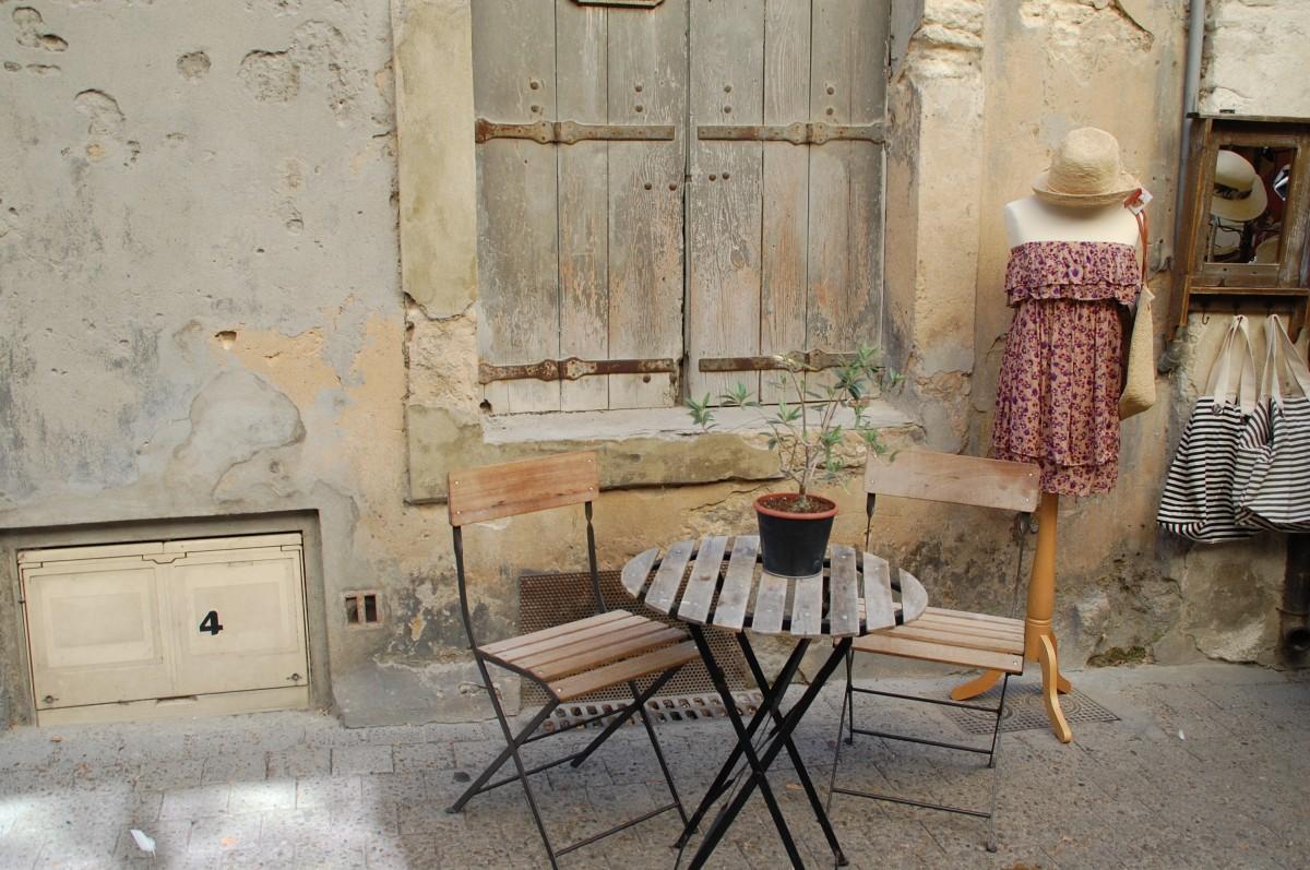 Gratis afbeeldingen tafel meisje huis springen meubilair kamer interieur ontwerp marie - Stoel volwassen kamer ...