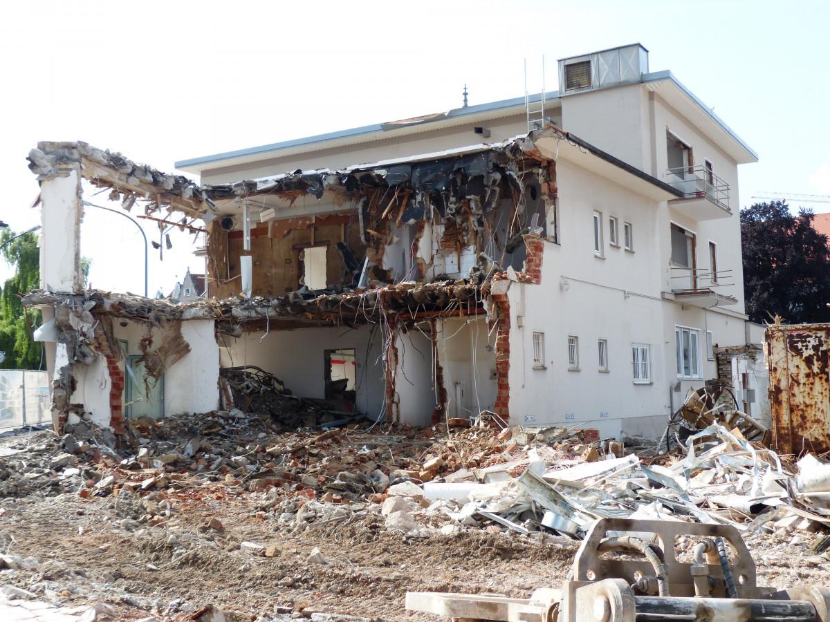 free images building home crash disaster demolition earthquake renovation roof truss. Black Bedroom Furniture Sets. Home Design Ideas