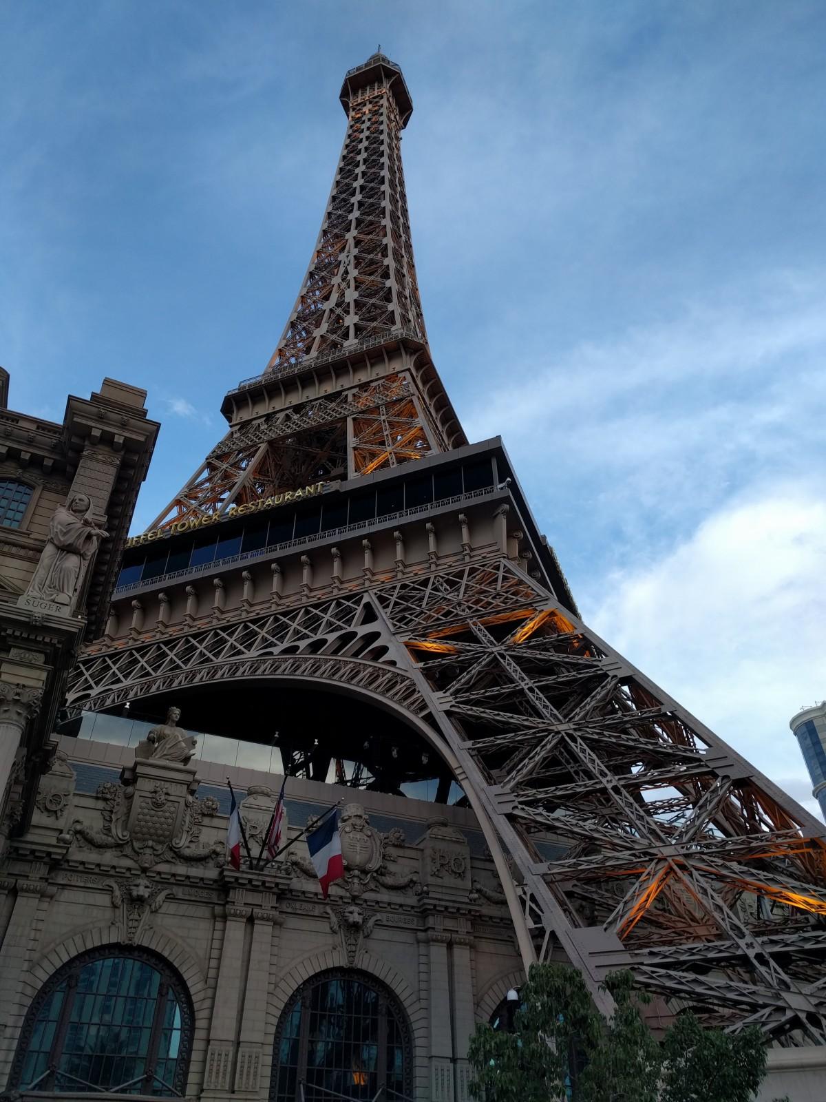 Free images horizon architecture sky building eiffel for Architecture parisienne