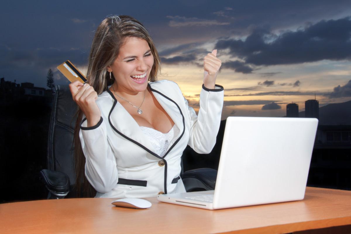 portable main travail paysage la personne fille femme La technologie le coucher du soleil femelle Web l'Internet Jeune séance Entreprise professionnel Entreprise achats mode de vie souriant sourire conversation des médias sociaux carte content bonheur beau joli crédit acheter attrayant achat Paiement la satisfaction En ligne consommateur le marketing numérique carte de crédit en utilisant achat commerce électronique création de sites web femme d'affaires payant Publicité publicitaire shopping en ligne Exprimer Marketing en ligne Positions humaines