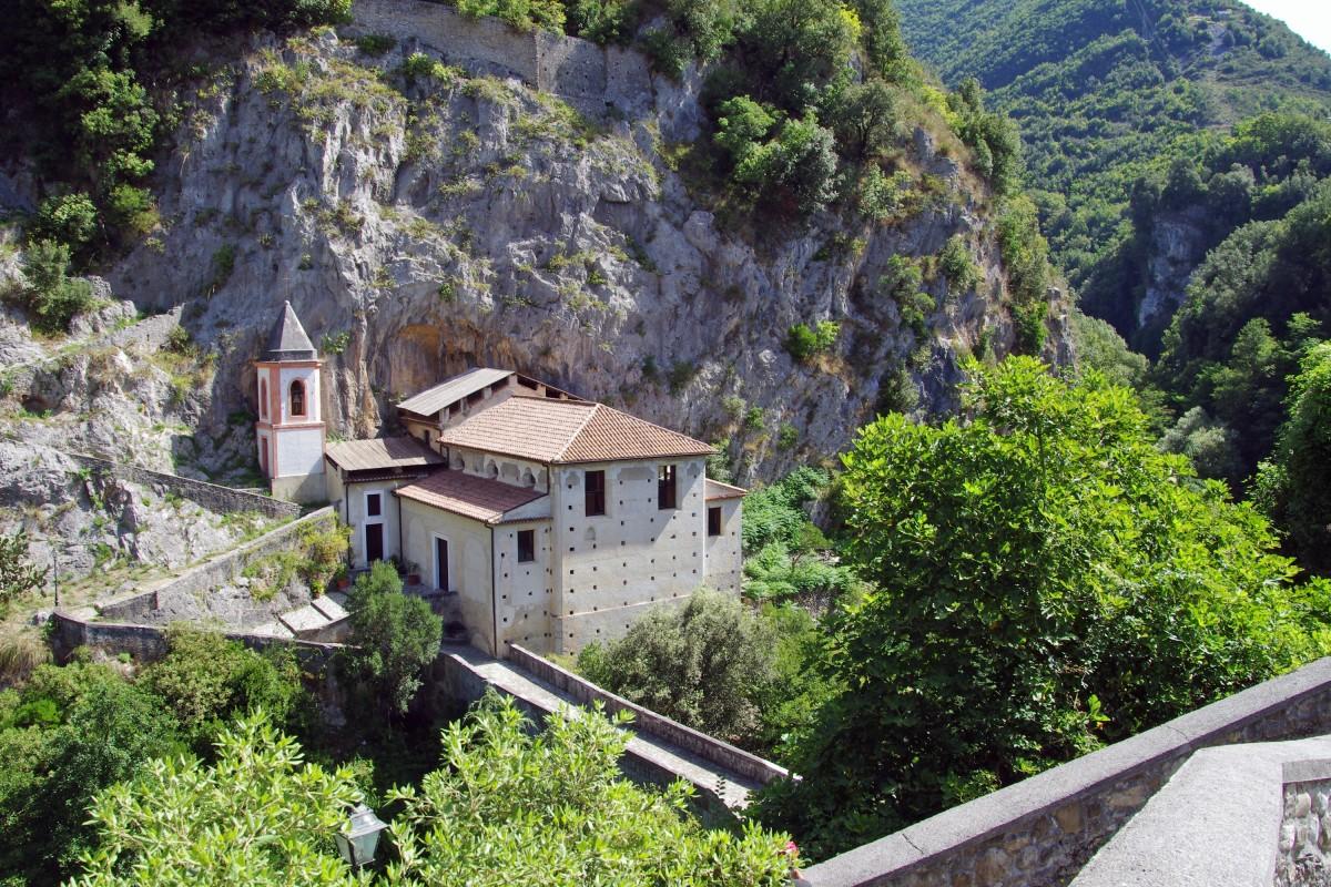 images gratuites montagne villa cha ne de montagnes village chalet religion italie. Black Bedroom Furniture Sets. Home Design Ideas