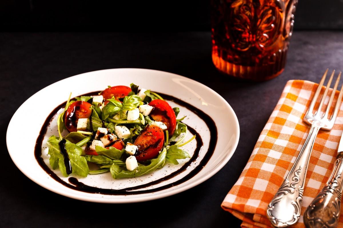 Images gratuites table fourchette coutellerie planche for Plat a manger entre amis