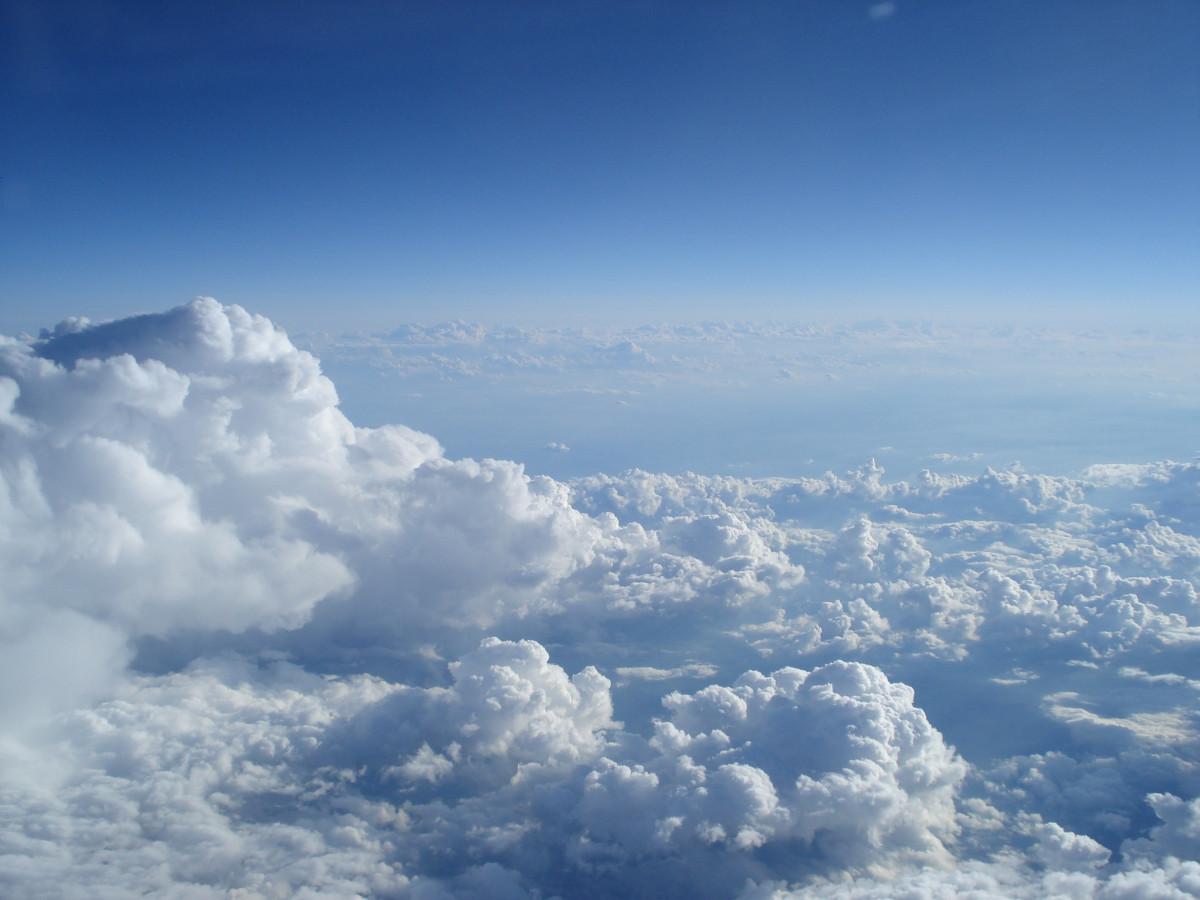 paisaje horizonte nube cielo atmósfera cordillera tiempo de día vuelo cúmulo cresta cumbre Cielo y nubes Cielo nubes fotografía aérea Fenómeno meteorológico viaje aéreo Atmósfera de tierra Paisaje de montaje océano de nubes volando sobre las nubes