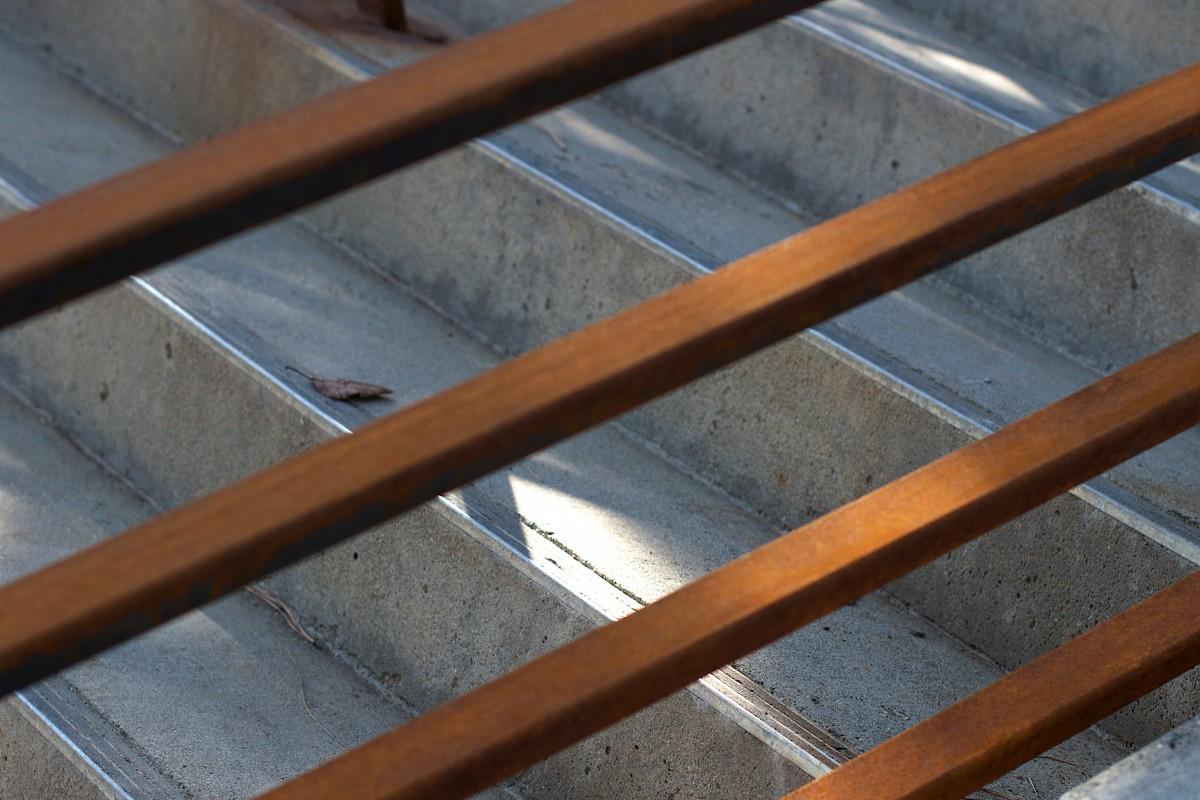 Bois dur, escaliers, rayonnage, Objet fabriqué par lhomme, balustre ~ Utilisation Du Bois Par L Homme