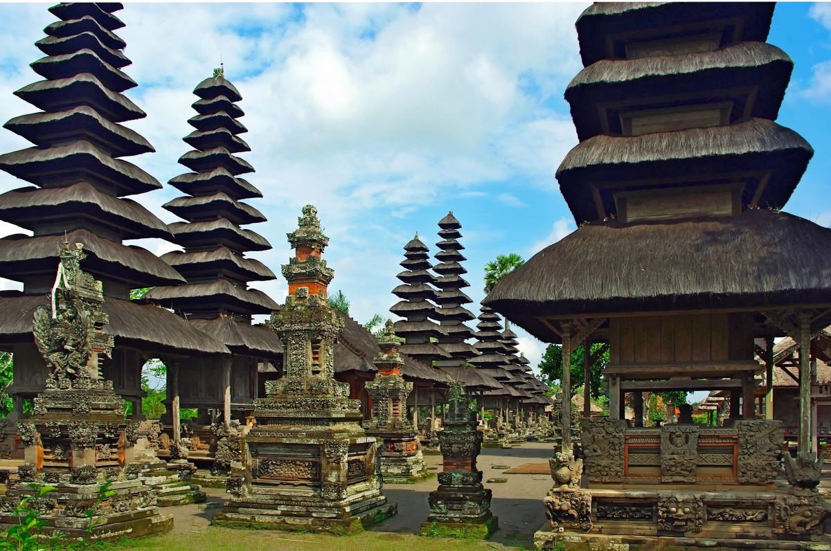 bangunan menara tempat beribadah Candi kuil Indonesia konstruksi arsitektur Cina klenteng wat Bali candi hindu situs bersejarah mengwi beberapa atap Pura Taman Ayun