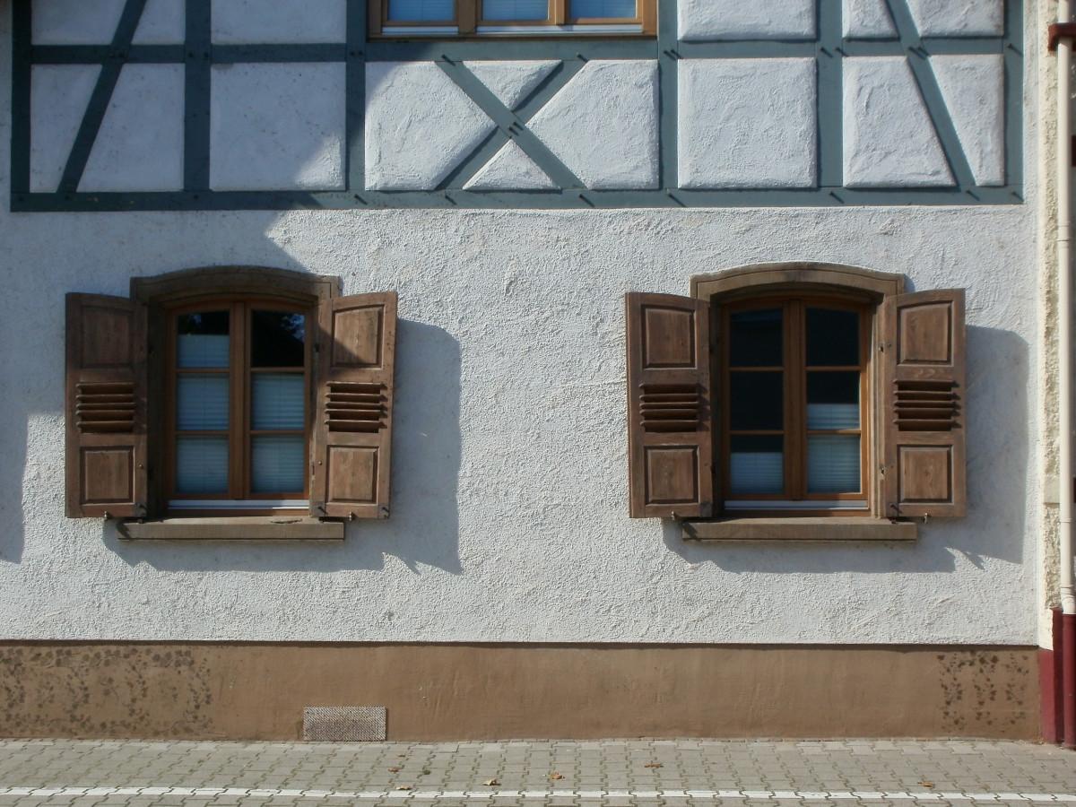 Images gratuites architecture bois maison fen tre b timent vieux mur pierre cambre for Fenetre maison