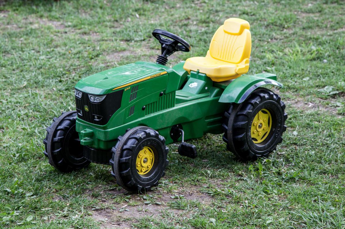 natur, udendørs, traktor, Mark, gård, græsplæne, hjul, Spille, Land, dekoration, forår, grøn, køretøj, smuds, industri, farverig, legetøj, børn, sjovt, landbrugsmaskiner, Landkøretøj, legetøj traktor, ridning plæneklipper