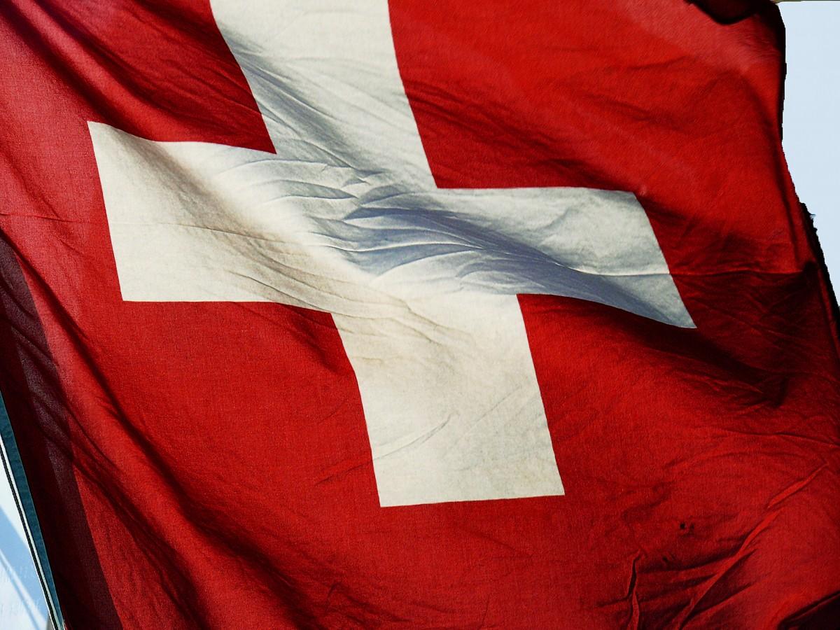blanco viento rojo color bandera bandera ropa cruzar ropa de calle textil Suiza soplar aleteo Bandera suiza Bandera de los estados unidos