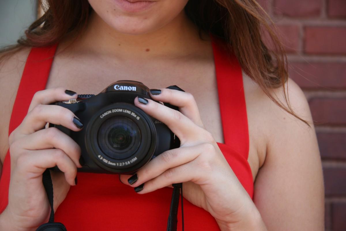 фото видеокамера в женском теле