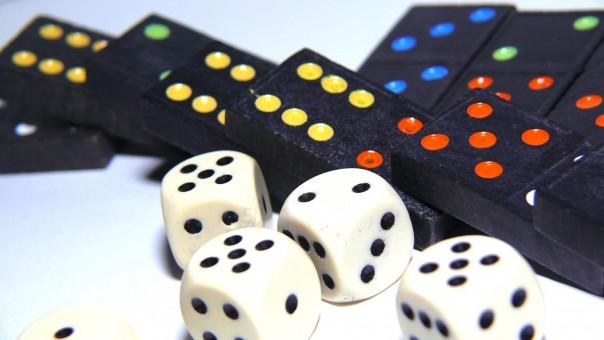 Bildet : hvit, spille, rekreasjon, brettspill, kort, plass ...