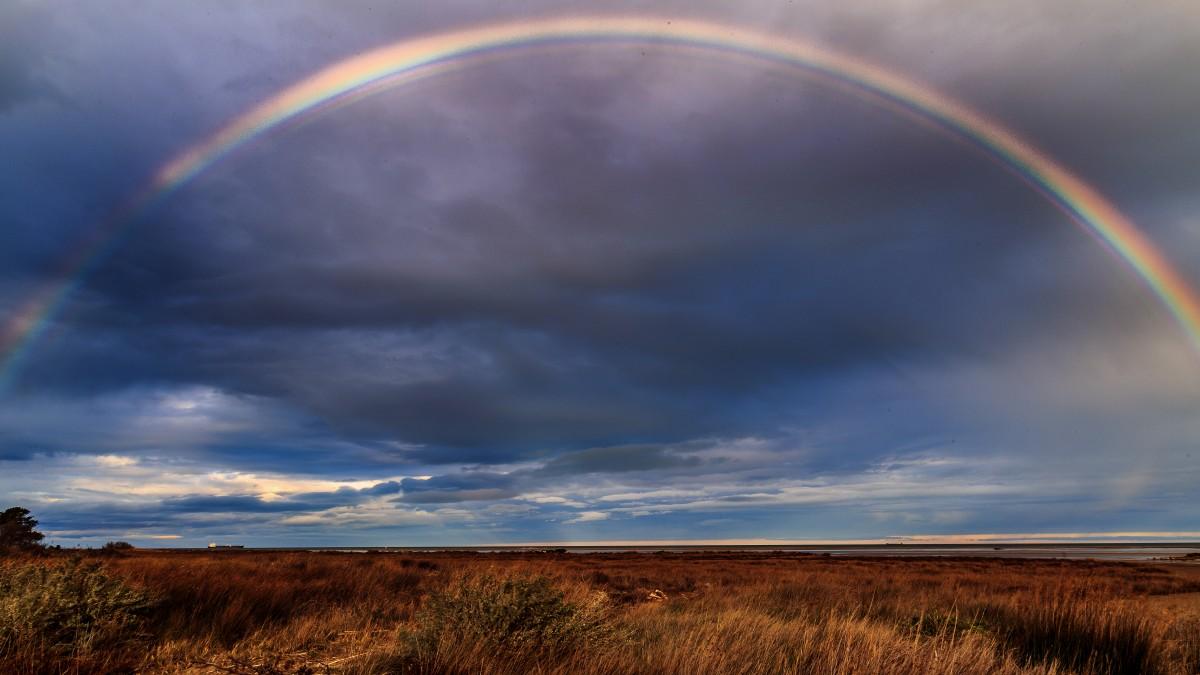 la nature herbe horizon nuage ciel Soleil prairie lumière du soleil vent atmosphère crépuscule plaine arc en ciel Ciel prairie arc Portlanouvelle Arcenciel Phénomène météorologique Atmosphère de la terre