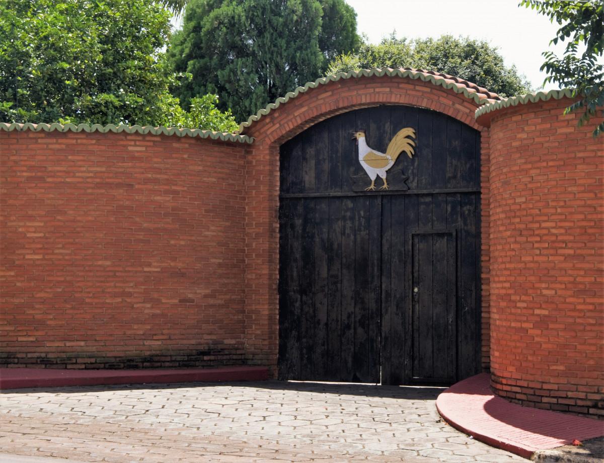 Images gratuites cl ture bois ferme mur propri t for Porte entree maison ancienne