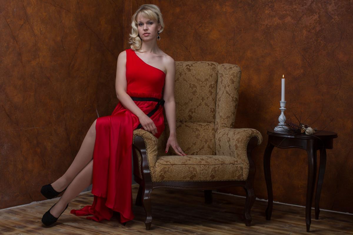 девушки модели в красный холм