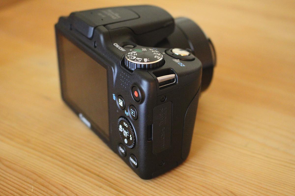 Confronta fotocamere digitali bridge 28