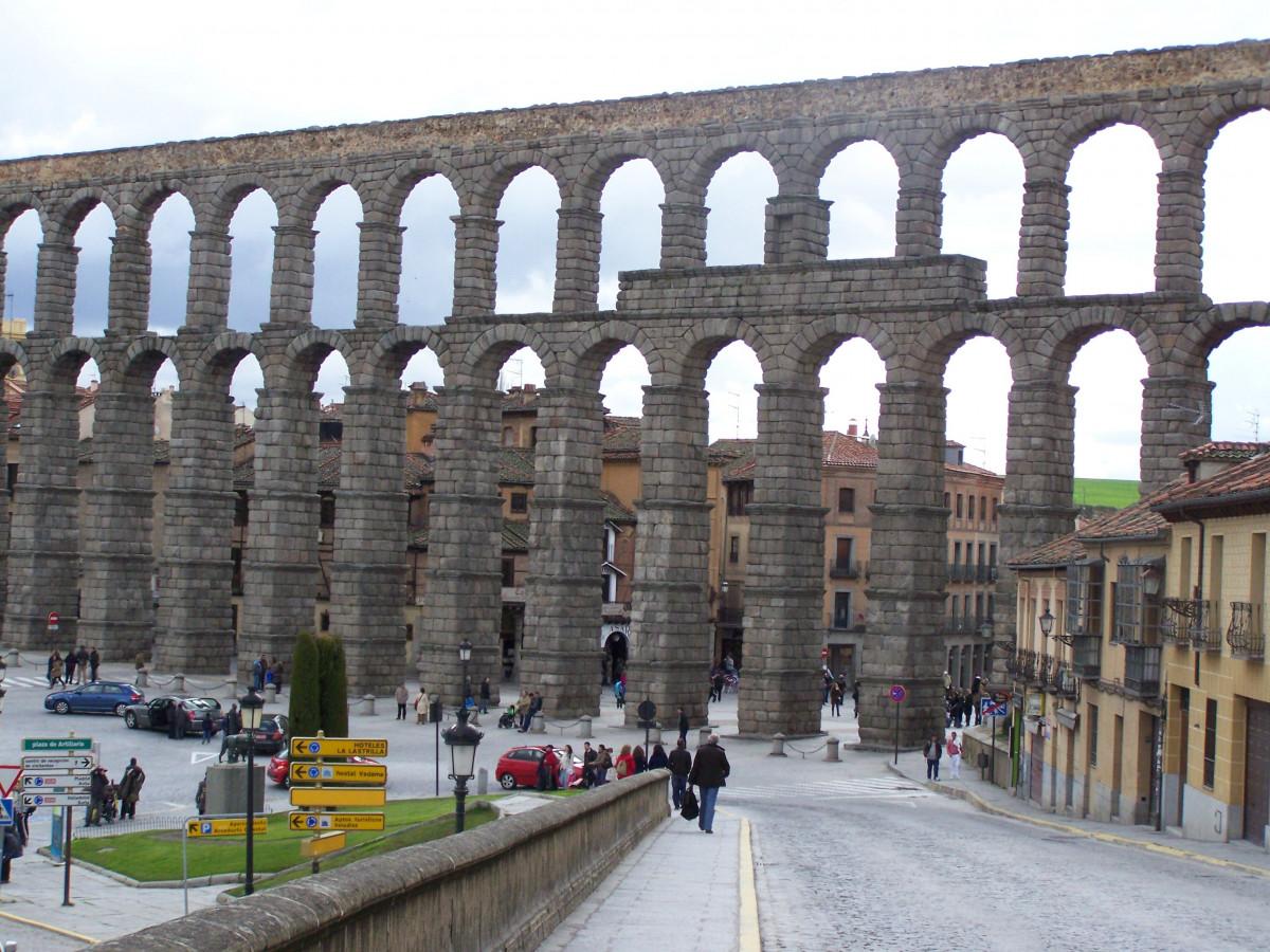 Fotos gratis arquitectura puente paso superior monumento transporte arco romano segovia - Acueducto de segovia arquitectura ...