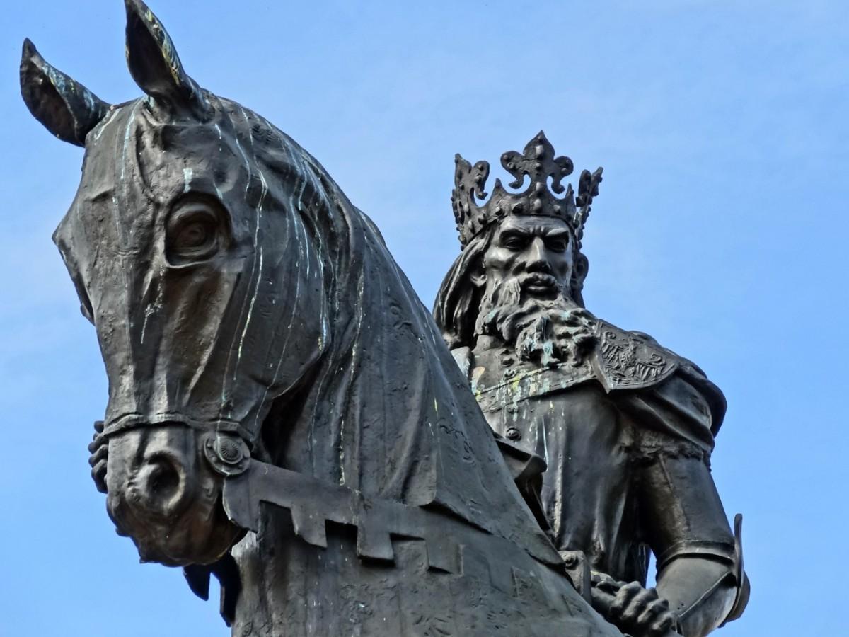 помощью программы конные статуи фото украины являются