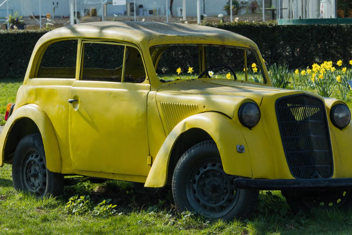 images gratuites auto v hicule moteur voiture ancienne jonquilles sedan vieil homme. Black Bedroom Furniture Sets. Home Design Ideas