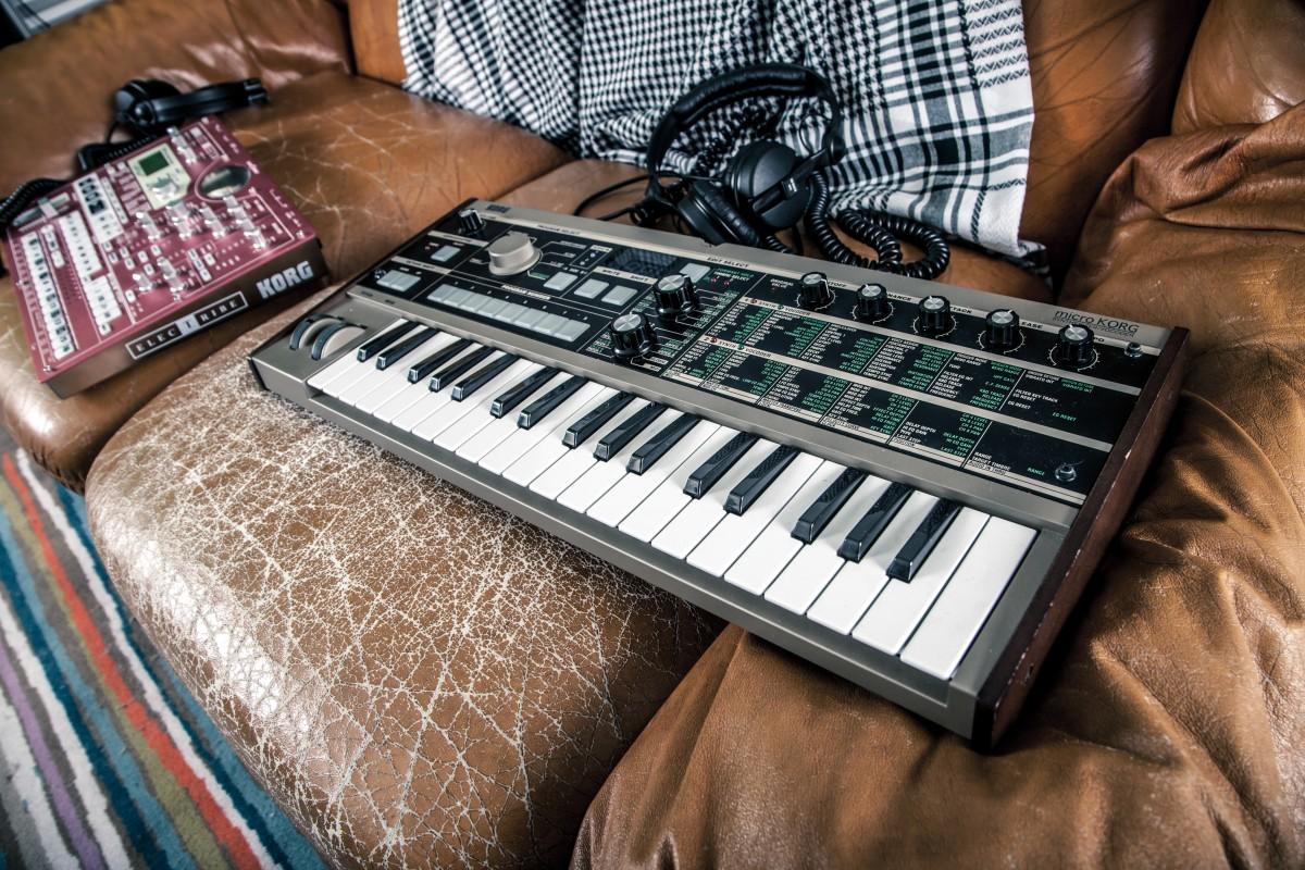 images gratuites la musique clavier chambre canap jouet dj instrument de musique. Black Bedroom Furniture Sets. Home Design Ideas