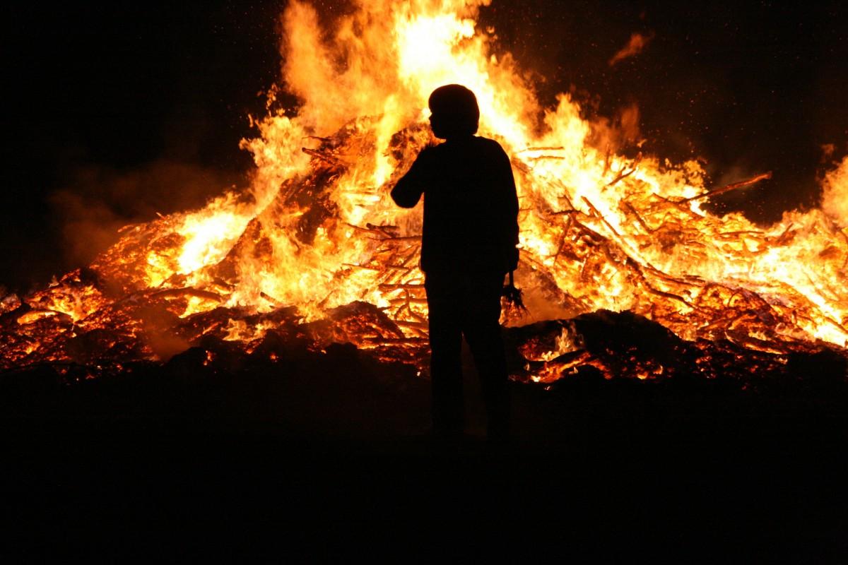 картинки человека с огнем многим гражданам приходилось