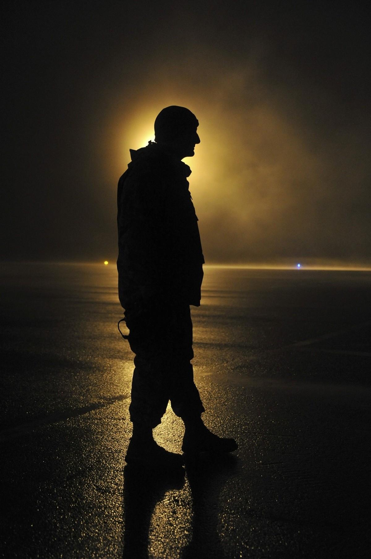Картинка на аву человек тень
