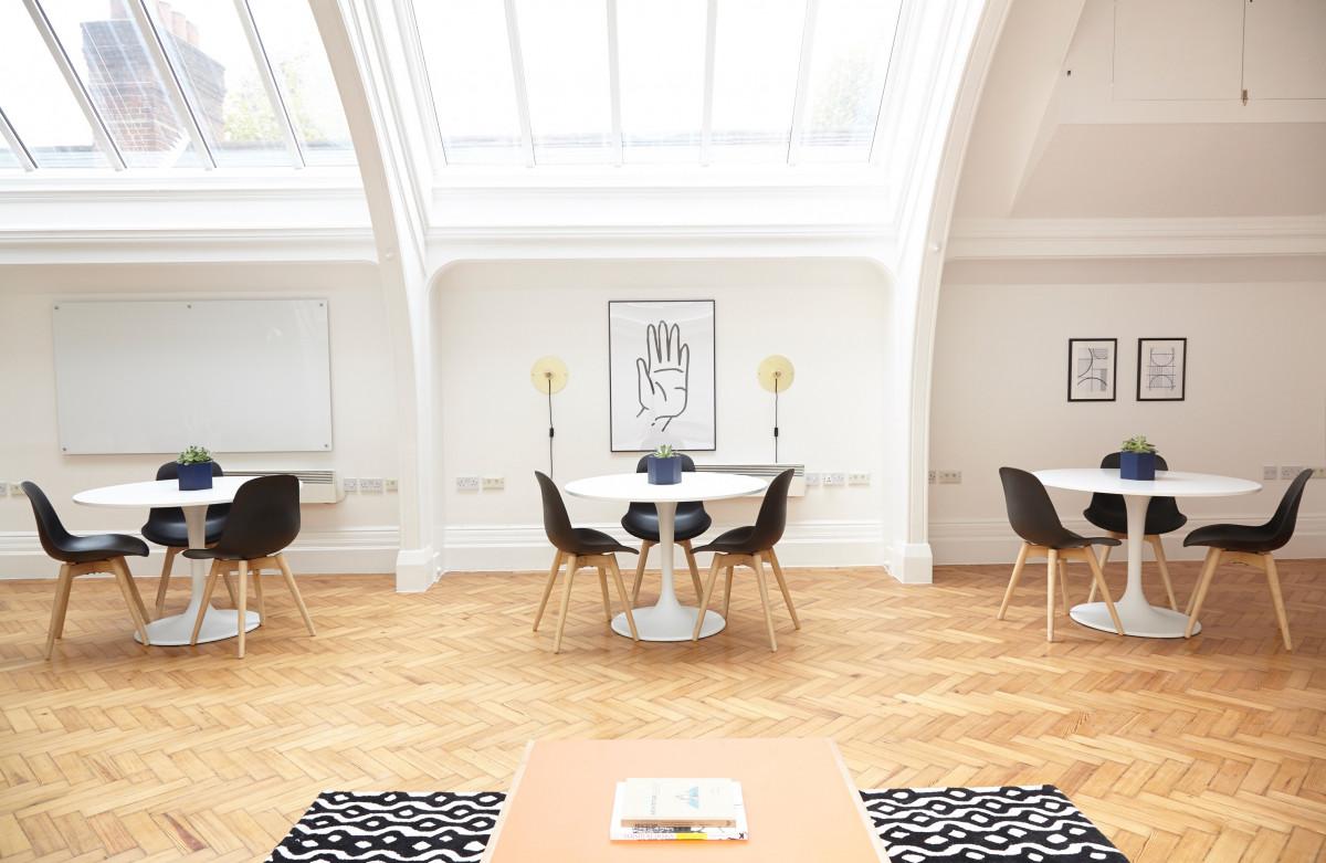 kostenlose foto tabelle licht stock zuhause h tte b ro drinnen eigentum wohnzimmer. Black Bedroom Furniture Sets. Home Design Ideas