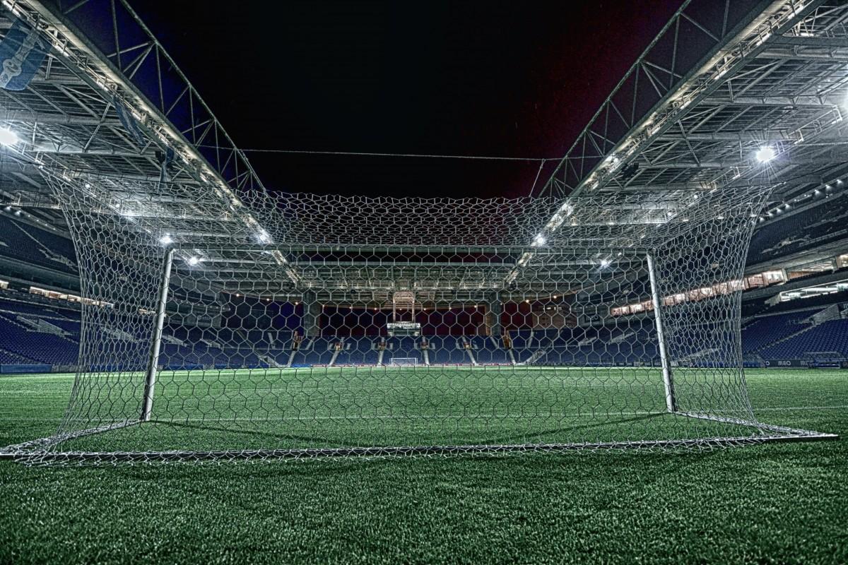 Картинки стадионы футбольные, девочки открытка
