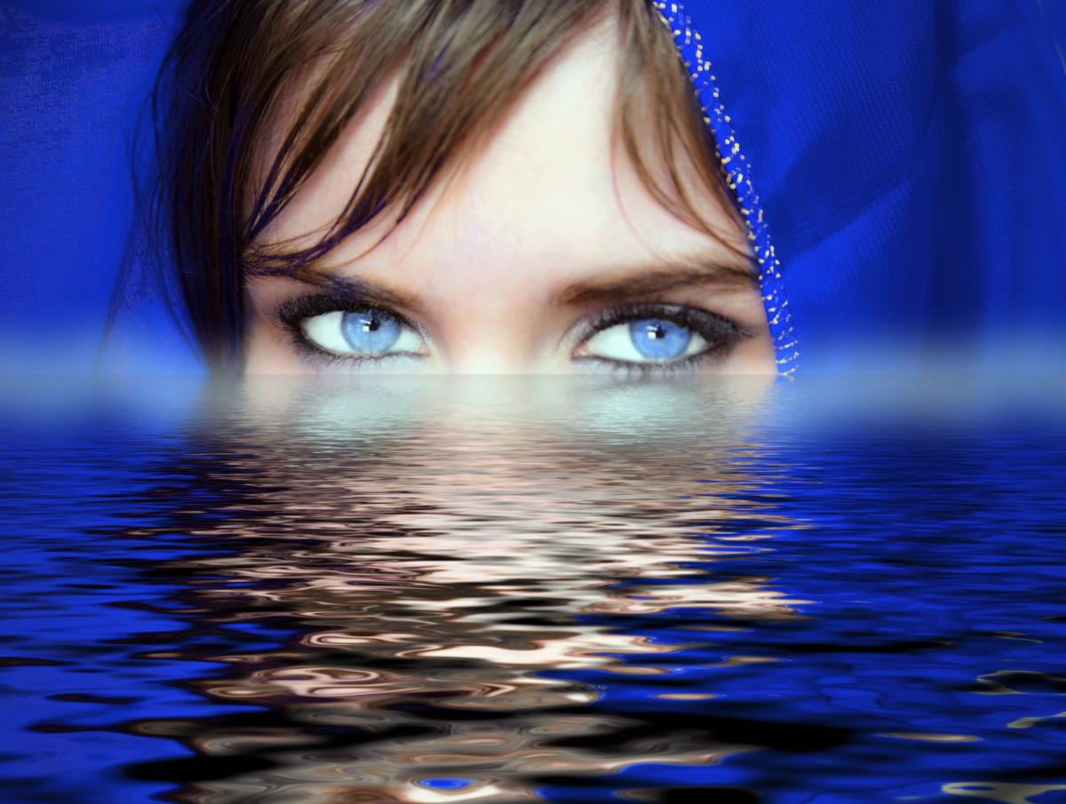 images gratuites eau femme la photographie femelle r flexion oeil bleu fermer corps. Black Bedroom Furniture Sets. Home Design Ideas