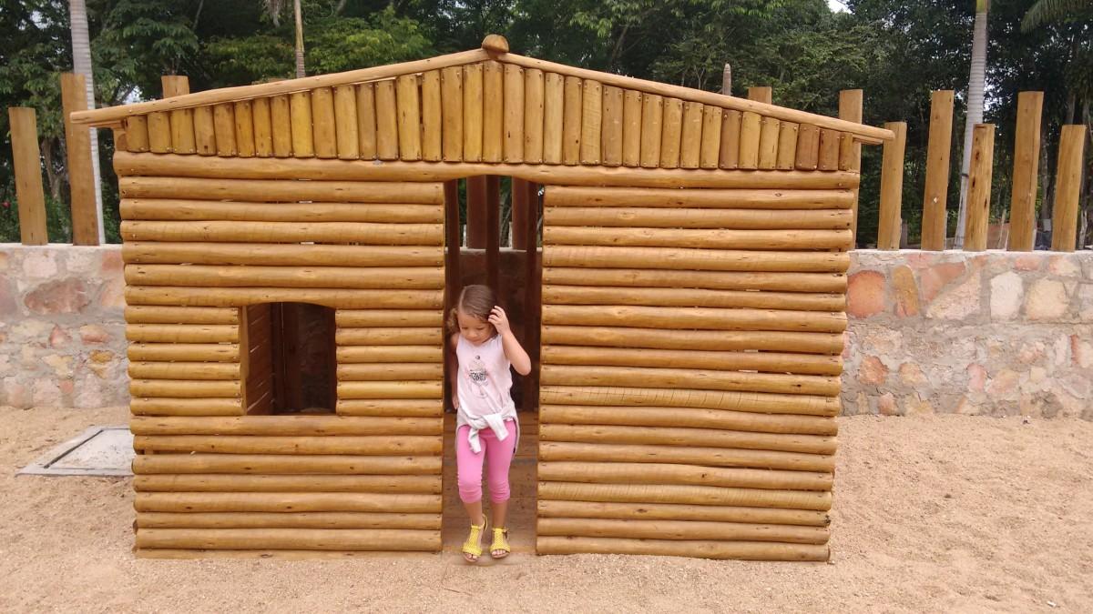images gratuites fille cabanon enfant maison en bois produit appentis cabane en rondins. Black Bedroom Furniture Sets. Home Design Ideas