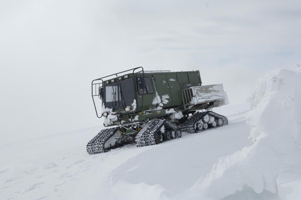 free images nature mountain snow tractor travel transportation transport vehicle. Black Bedroom Furniture Sets. Home Design Ideas
