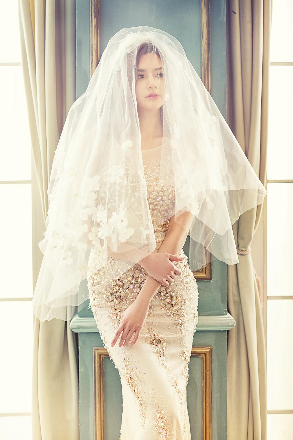 Free images wedding dress bride white dress prayer for Wedding dresses for young brides